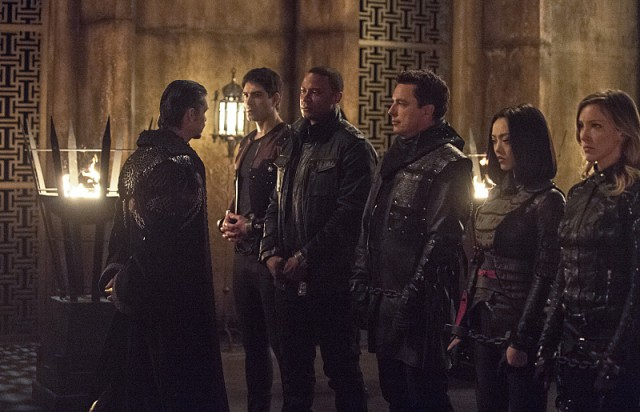 "Arrow -- ""This is Your Sword"" -- Image AR322B_0077b -- Pictured (L-R): Brandon Routh as Ray Palmer, David Ramsey as John Diggle, John Barrowman as Malcolm Merlyn, Rila Fukushima as Tatsu Yamashiro and Katie Cassidy as Laurel Lance -- Photo: Cate Cameron/The CW -- © 2015 The CW Network, LLC. All Rights Reserved."