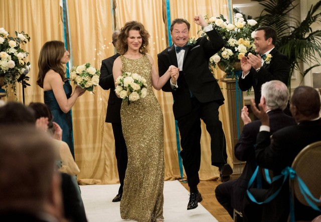 """BROOKLYN NINE-NINE: Darlene Linetti (Sandra Bernhard, second from L) and Lynn Boyle (guest start Stephen Root, second from R) tie the knot in the """"Boyle-Linetti Wedding"""" episode of BROOKLYN NINE-NINE airing Sunday, March 1 (8:30-9:00 PM ET/PT) on FOX. Also Pictured: L-R: Chelsea Peretti, Andre Braugher, Jo Lo Truglio. ©2015 Fox Broadcasting Co. CR: Eddy Chen/FOX"""
