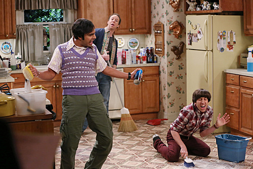 """""""The Maternal Combustion"""" -- Howard finally decides to """"man up"""" and do his fair share of the housework -- but not without a little help from his friends, on THE BIG BANG THEORY, Thursday, April 30 (8:00-8:31 PM, ET/PT), on the CBS Television Network. Pictured left to right: Kunal Nayyar, Kevin Sussman and  Simon Helberg Photo: Michael Yarish/Warner Bros. Entertainment Inc. © 2015 WBEI. All rights reserved."""
